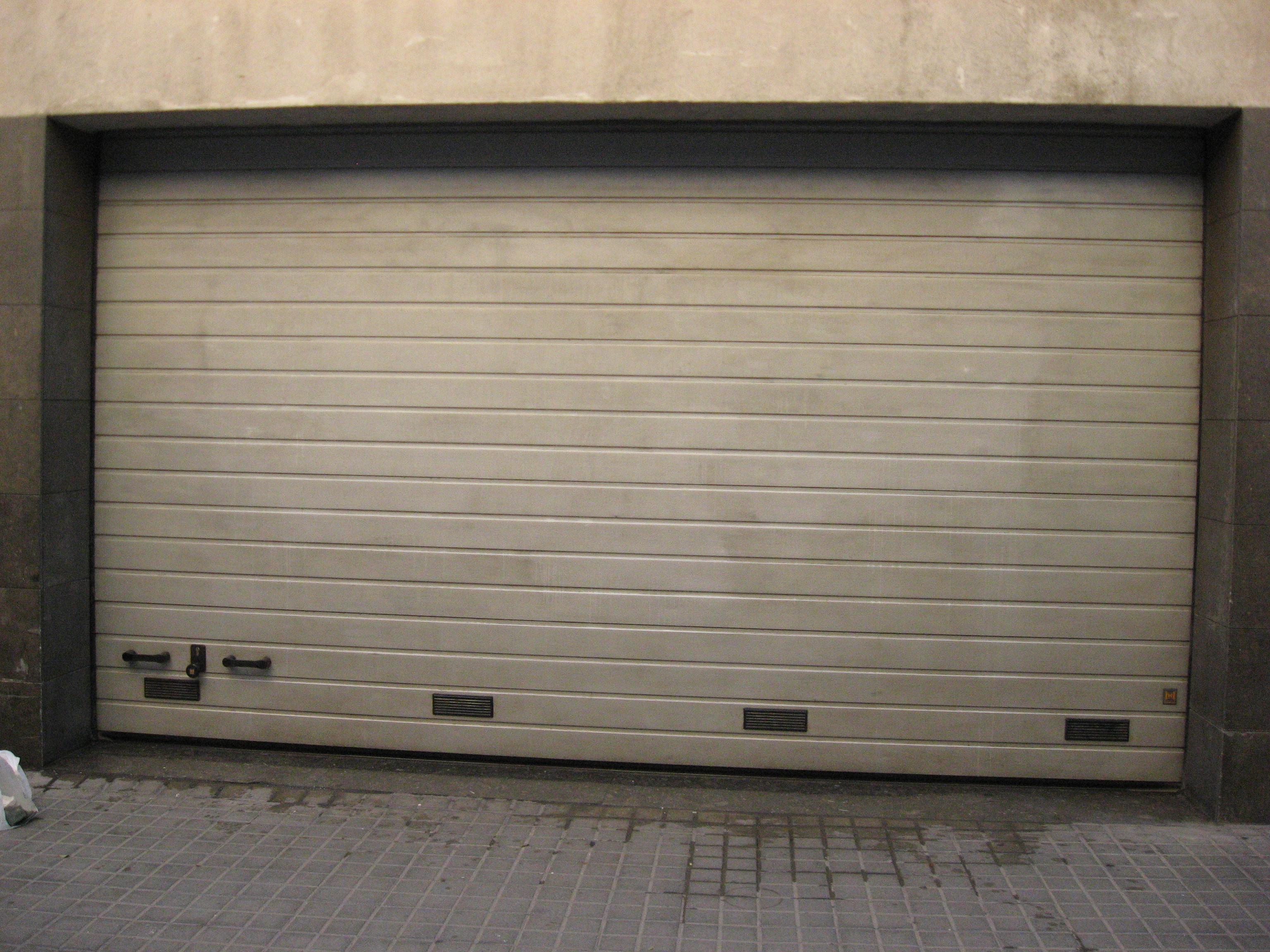Dasgraff quick puede limpiar incluso una puerta de garaje sin desgastarla.